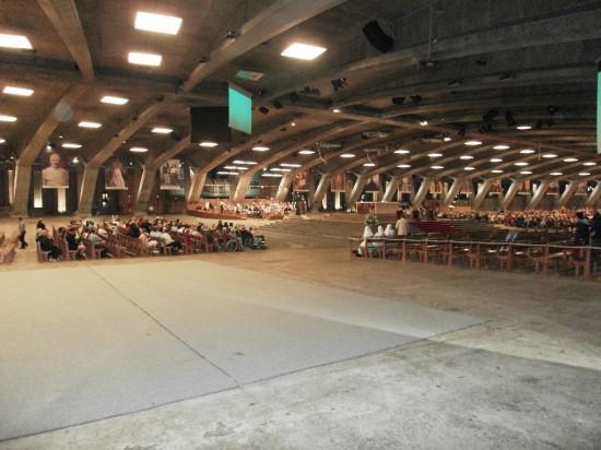 Basilique souterraine Saint-Pie X